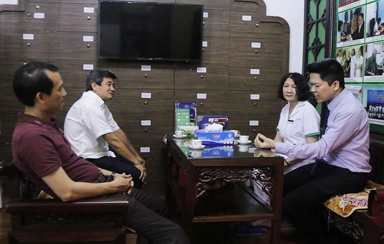 Ông Đoàn Ngọc Hải tại Trung tâm Thuốc dân tộc