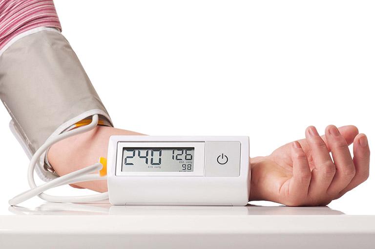 Tăng huyết áp trong bệnh thận mạn có nguy hiểm không?