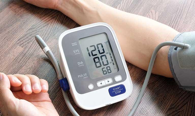 Phương pháp theo dõi huyết áp trên người bệnh thận mạn và ngược lại
