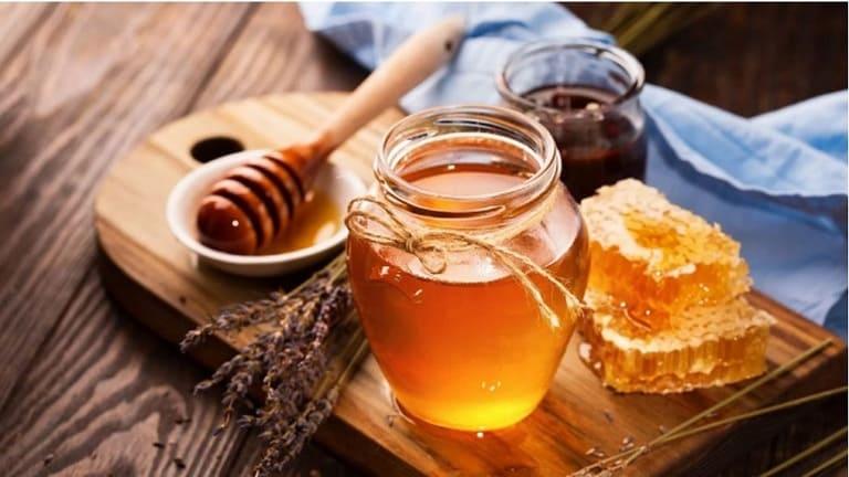 Bé bị ho khàn tiếng nên dùng mật ong