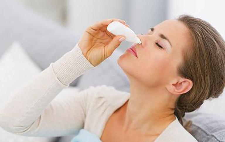 cách trị hắt hơi sổ mũi cho bà bầu bằng nước muối sinh lý
