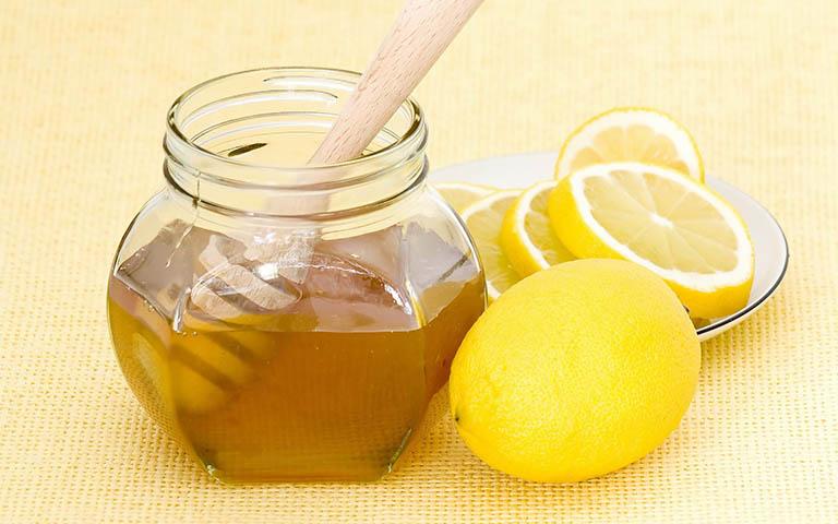 cách điều trị hắt hơi sổ mũi bằng chanh mật ong