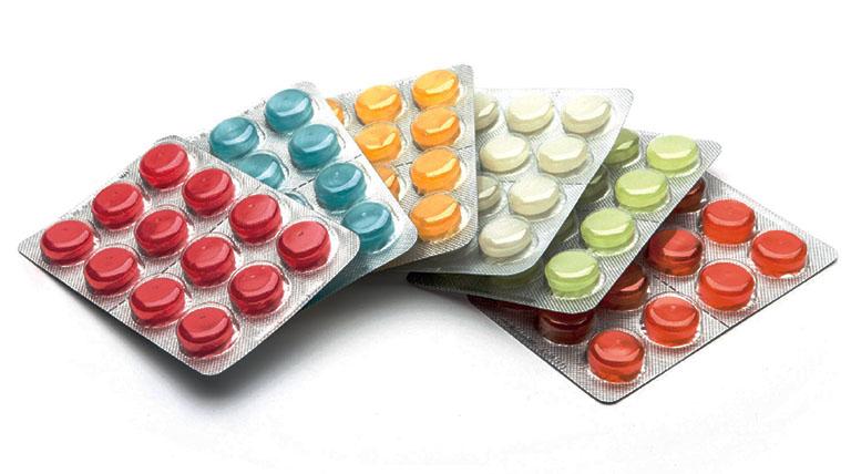 Kẹo ngậm trị ho có công dụng thông họng, làm giảm đau rát cổ họng, hỗ trợ loãng đờm