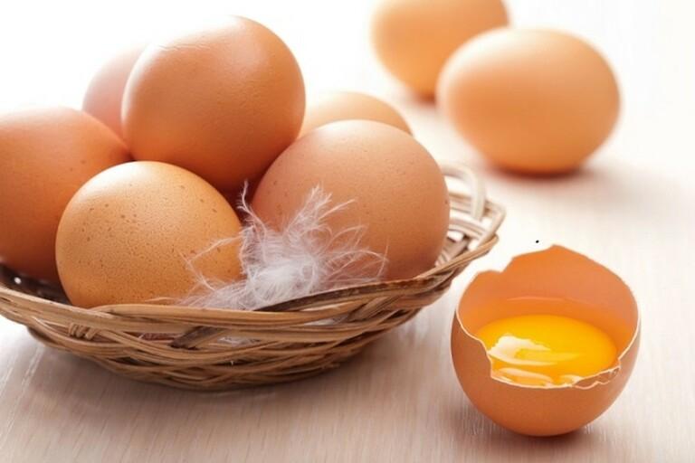 Người bị hội chứng thận hư nên ăn trứng gà