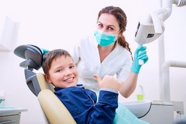 Thăm khám nha khoa định kỳ cho trẻ là điều mà bất cứ phụ huynh nào cũng nên lưu ý