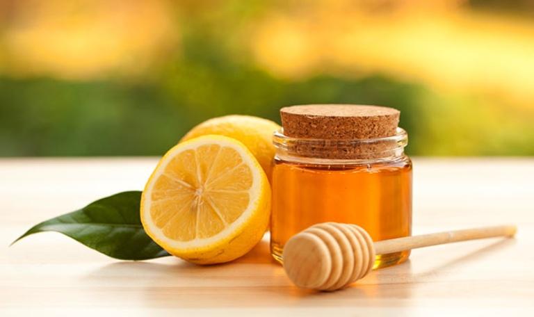 cách trị hắt hơi sổ mũi cho trẻ bằng chanh mật ong