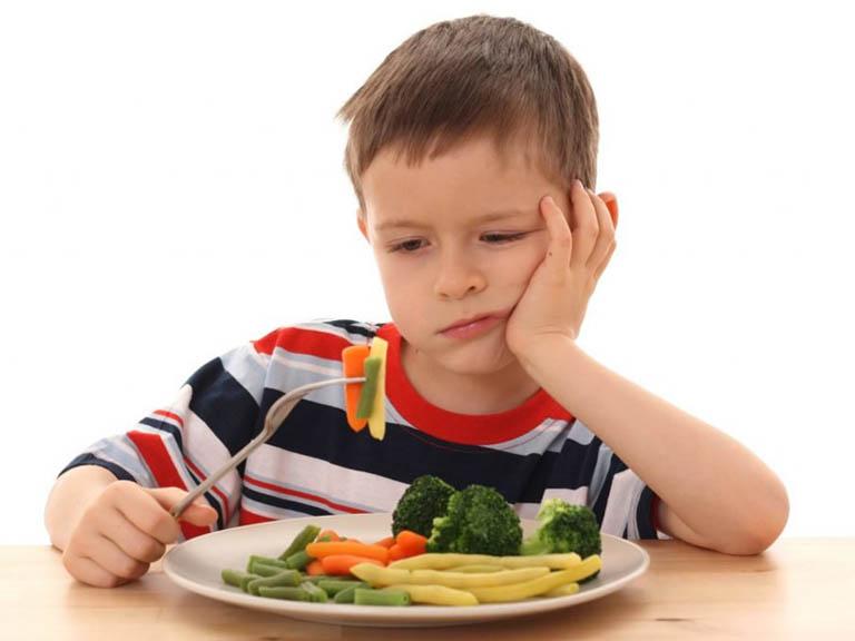 Trẻ bị hắt hơi sổ mũi nên ăn gì?