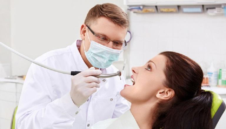 Nếu trường hợp triệu chứng không thuyên giảm cần tới gặp nha sĩ để thăm khám và có phương án điều trị kịp thời