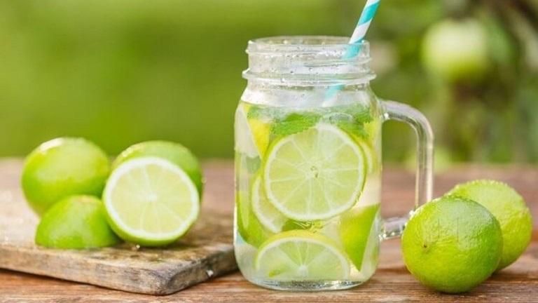 Sử dụng nước cốt chanh cũng có tác dụng sát trùng và giảm cơn đau