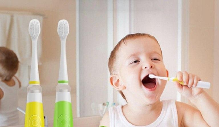 Cho trẻ vệ sinh răng miệng thật sạch sẽ