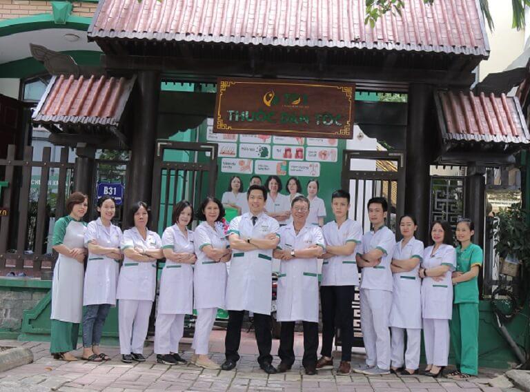 Đội ngũ y bác sĩ Thuốc dân tộc